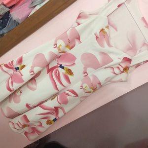 Dresses & Skirts - Pink flower dress